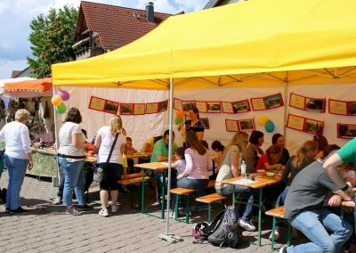 Zwergenburg auf dem Eschenfest 2019 Tüten bemalen