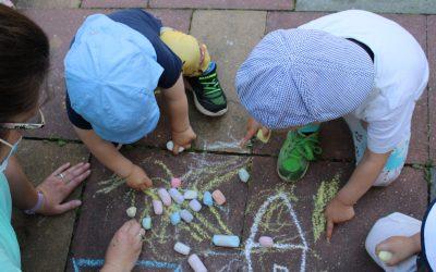 Niederhöchstadt: Wir malen mit Straßenkreide